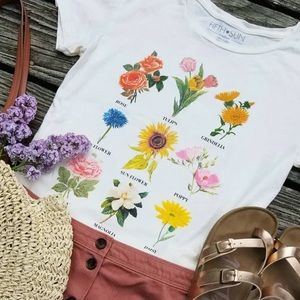 NWT🎉 Floral Women's T-shirt Urban's Style